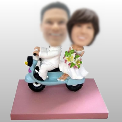 Couple Sur Scooter